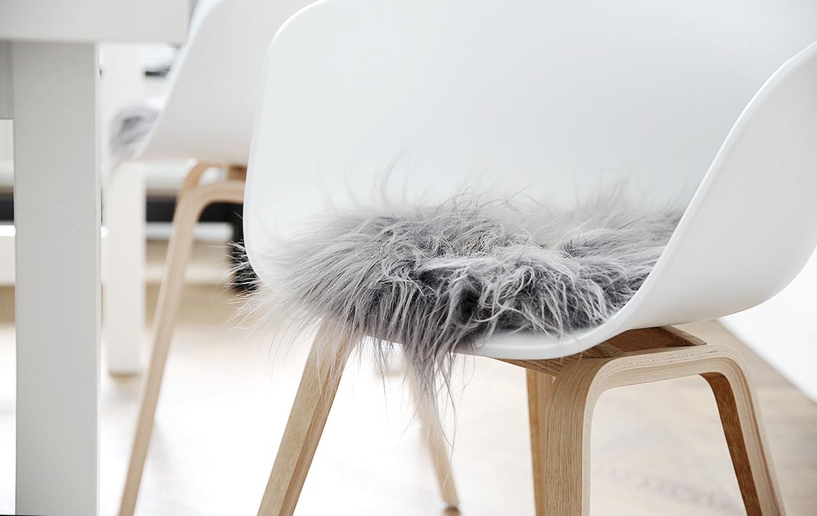 fårskinnsdynor till stolar