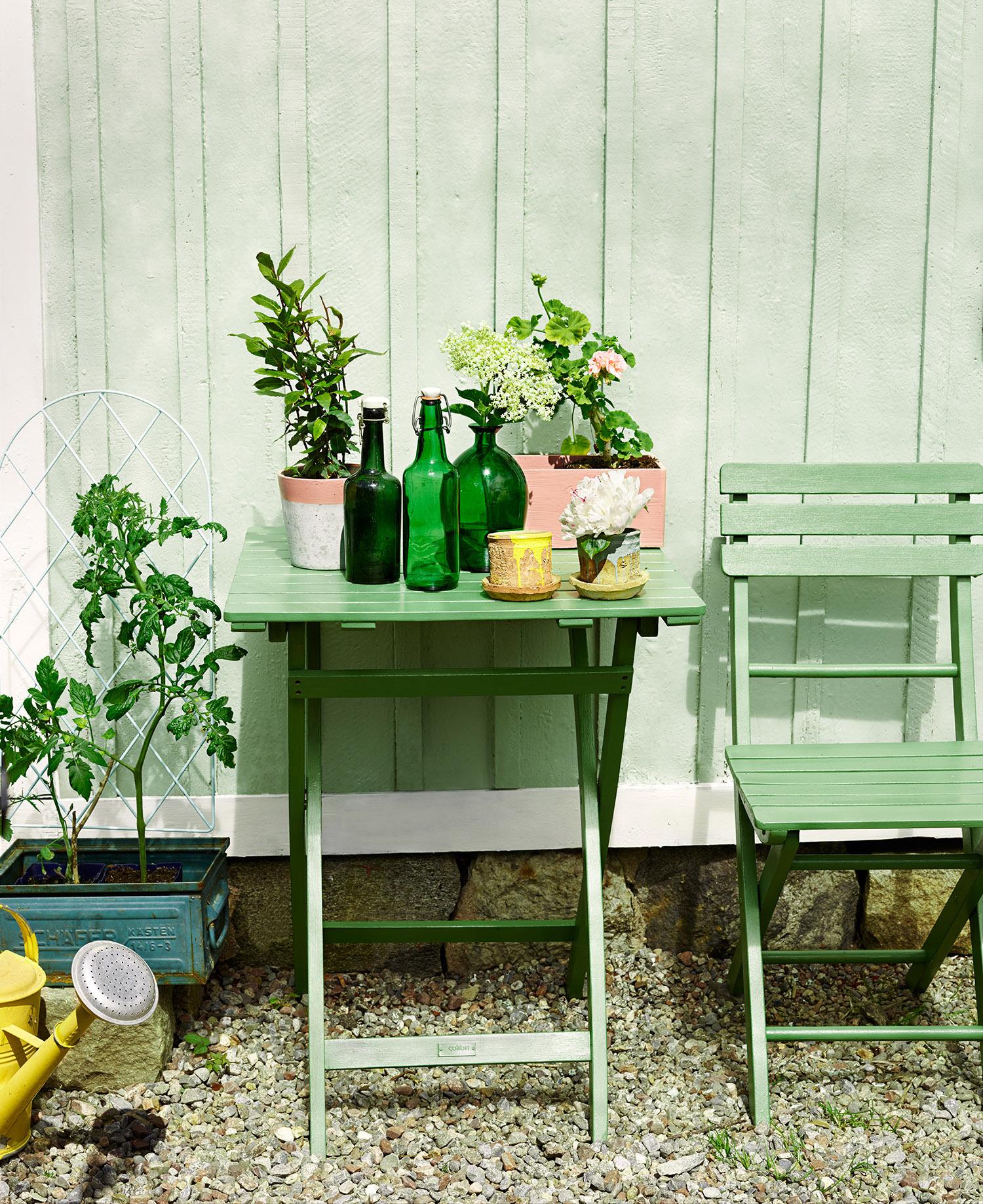 Måla utemöbler med Beckers Perfekt Fönsterfärg